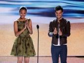 Zoe Saldana y Taylor Lautner en los Teen Choice